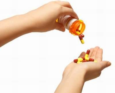 Tuyệt đối không được mua thuốc về chữa trị khi có sự bất thường về khí hư