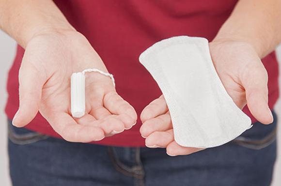Dùng băng vệ sinh sạch và thay thường xuyên để tránh viêm nhiễm phụ khoa
