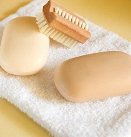 Cách phòng tránh viêm nhiễm nấm âm đạo là tránh dùng xà phòng thơm để vệ sinh vùng kín