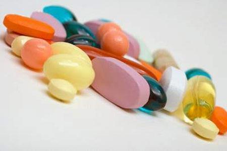 Không nên tự chẩn bệnh và dùng thuốc khi bị ra khí hư màu trắng