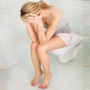 Tiểu tiện đau rát cũng là triệu chứng nấm âm đạo