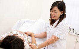 Khám và điều trị ngay khi xuất hiện những dấu hiệu bất thường về vùng kín