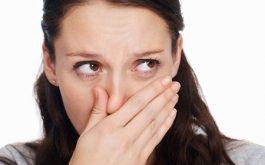 Khí hư có mùi chua là triệu chứng của bệnh phụ khoa, thường gặp nhất là bệnh viêm âm đạo