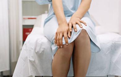Đặt thuốc viêm phụ khoa bị ra máu do nhiều nguyên nhân gây ra