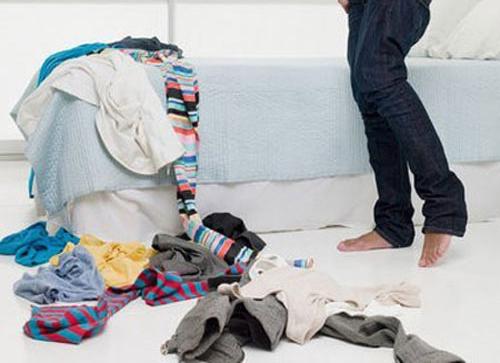 Mặc đồ lót bẩn, ẩm ướt, có chất liệu thấm hút kém,... dễ gây bệnh phụ khoa
