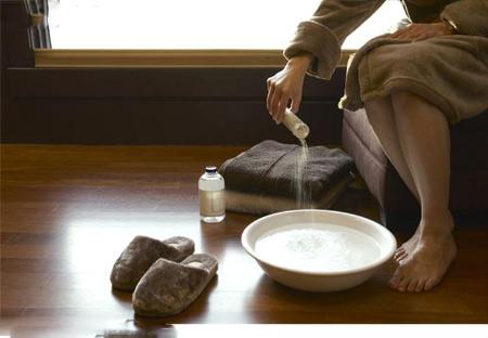 nước muối chữa viêm phụ khoa