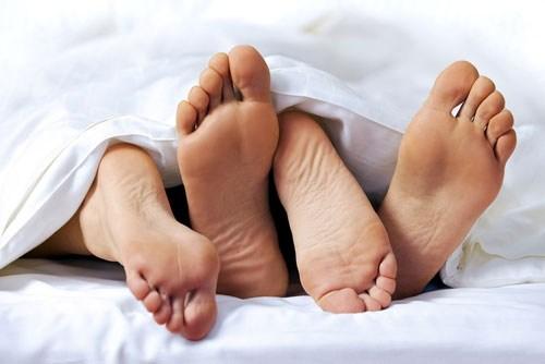 Quan hệ tình dục không an toàn cũng là nguyên nhân chính gây viêm niệu đạo