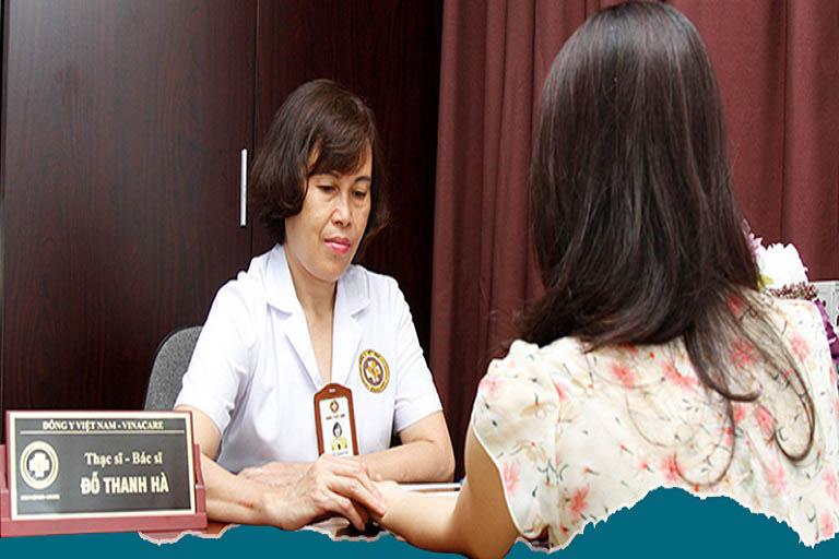 Tôi cũng có biết về bác sĩ Hà qua một số trang thông tin trên mạng, khá yên tâm khi biết cô đã có tiếng chuyên xử lý các bệnh Phụ khoa và từng là Trưởng khoa Phụ – Bệnh viện YHCT Trung Ương