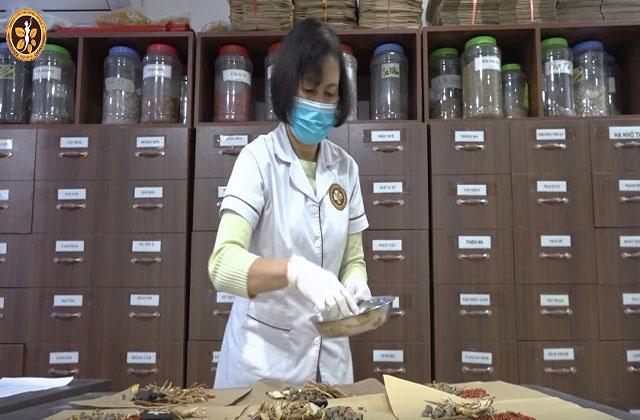 Bác sĩ Thanh Hà cho biết Đông y xử lý tốt các trường hợp vô sinh - hiếm muộn do thận, khí huyết nhờ các loại thảo dược thiên nhiên an toàn