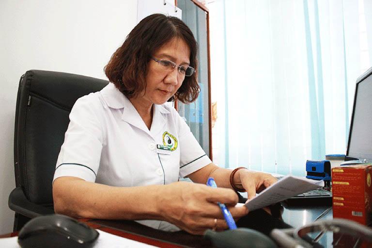 Bác sĩ Nguyễn Thị Tuyết Lan đánh giá cao về tính cá nhân hóa của bài thuốc tại trung tâm