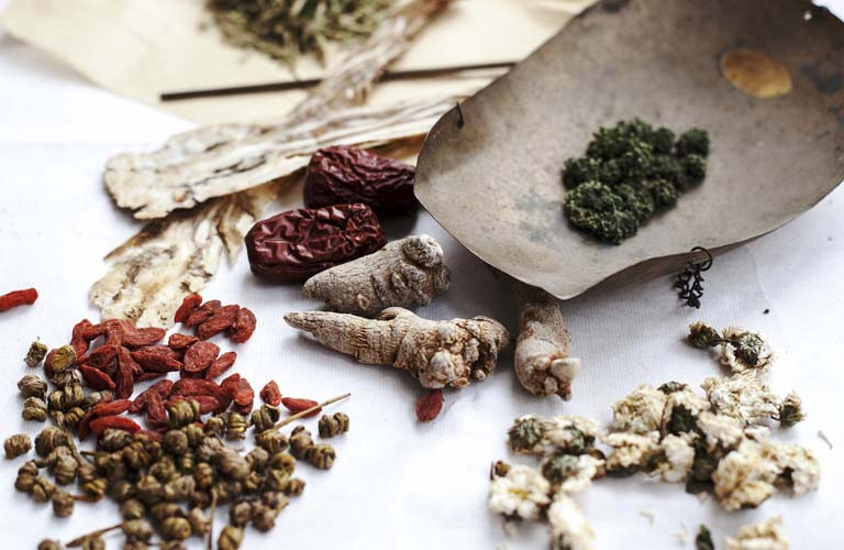 Thuốc Đông y có thể gây tác dụng phụ nếu dùng thuốc không rõ nguồn gốc
